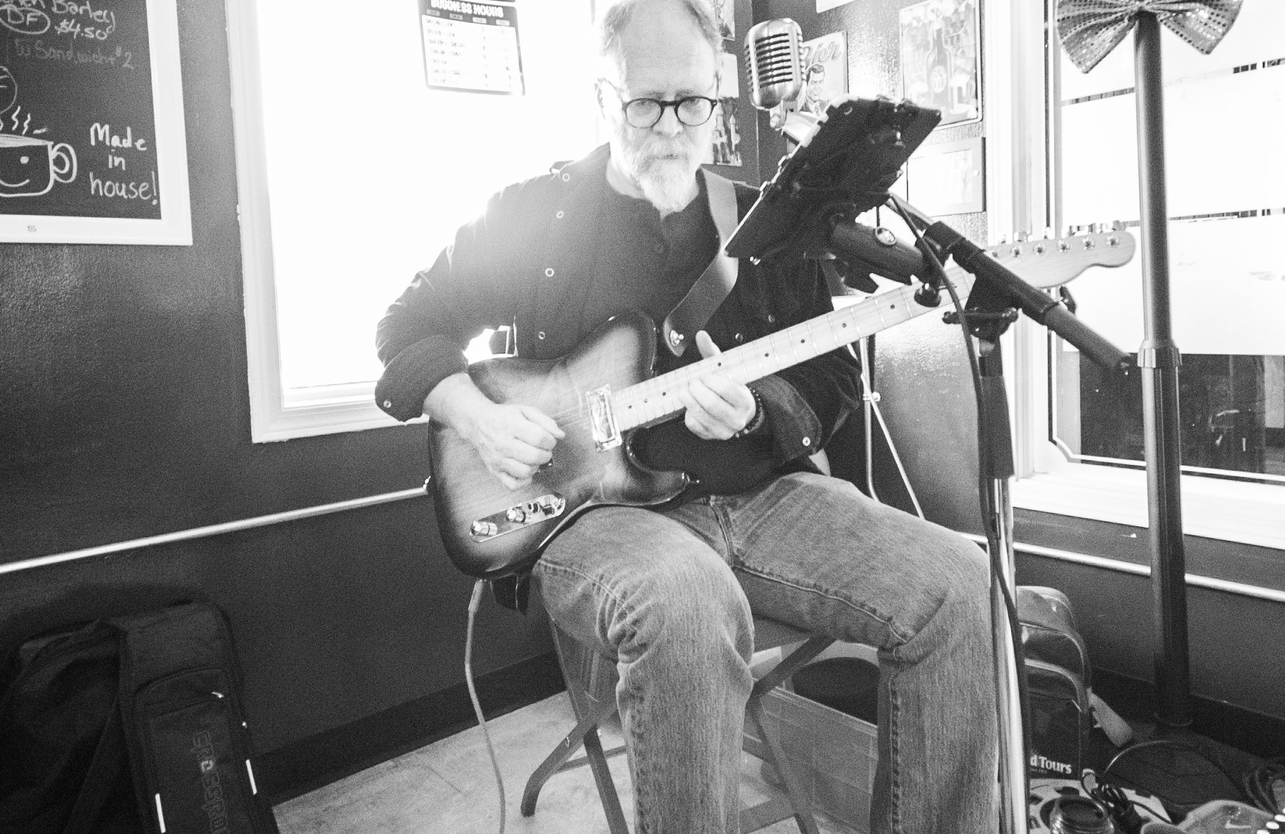 Neil Speers performing at Deja Brew in Cochrane AB